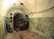 逃出地下墓穴