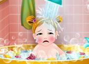 女宝宝的第一次洗澡