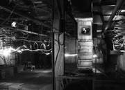 逃离废弃的黑暗工厂