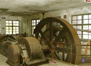 逃离废弃的轧机工厂