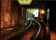 逃离地下铁路隧道