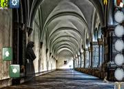 逃离古老的修道院