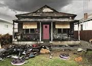 逃離毀壞的鄰居房子